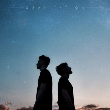 Petit Biscuit & Møme – Gravitation (ft. Isaac Delusion)