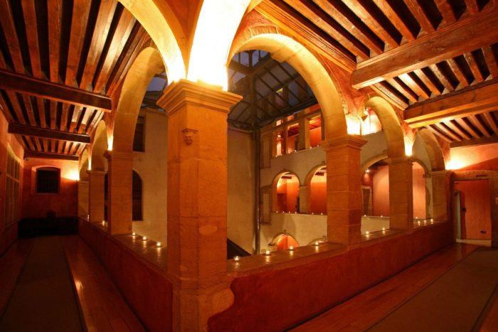 cour des loges interieur