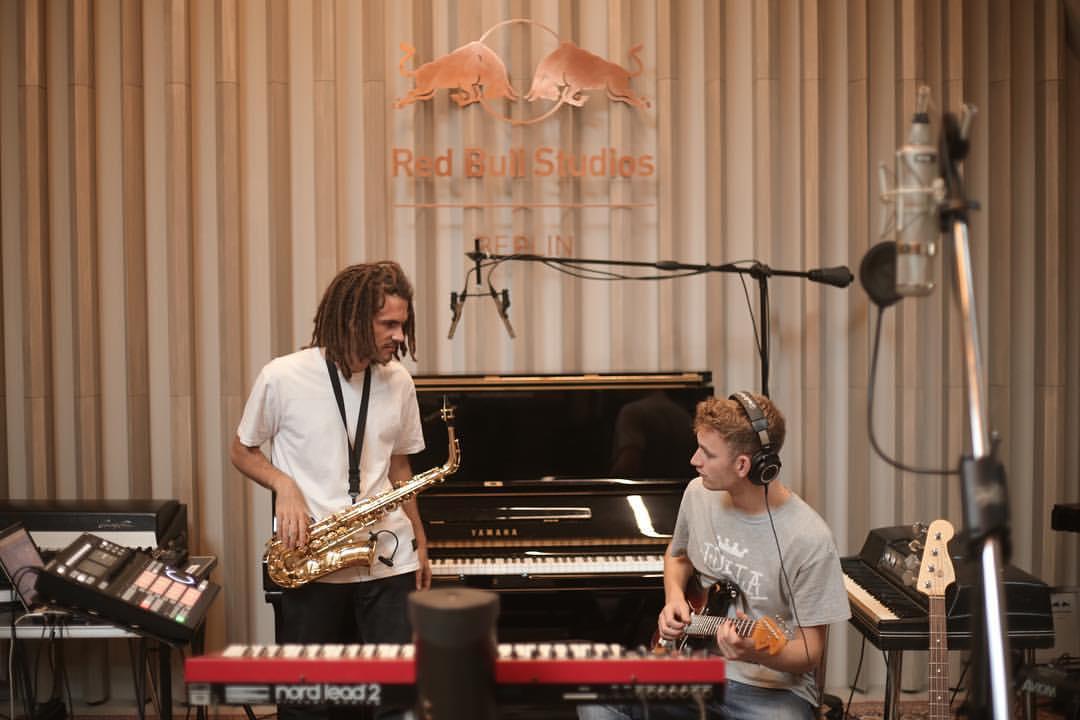 tom mish et FKJ en studio