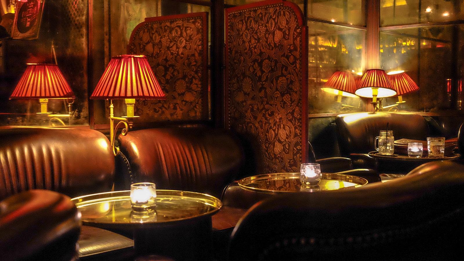ce soir l au bar cocktails cach le passage heure bleue lyon. Black Bedroom Furniture Sets. Home Design Ideas